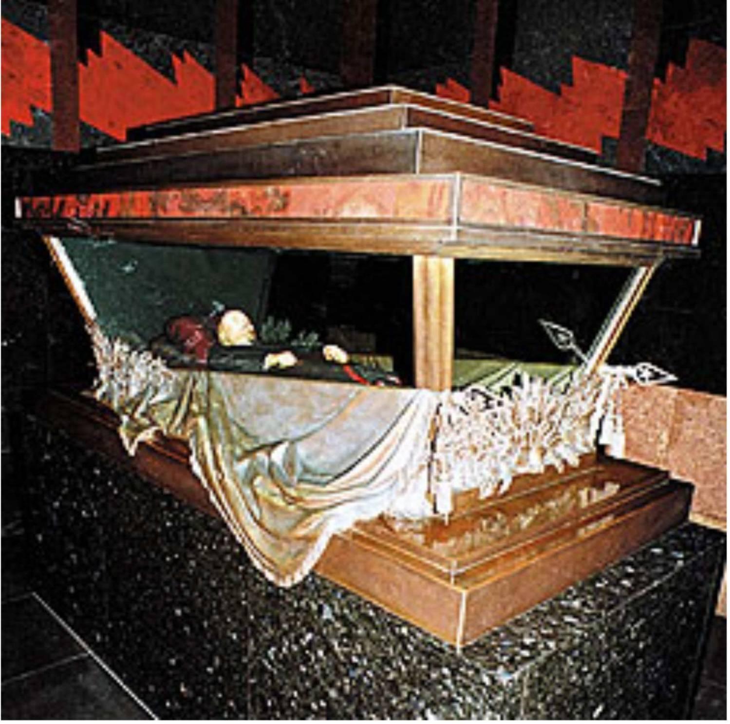 Российские ученые разработали экспериментальные методы бальзамирования, чтобы сохранить тело основателя советского